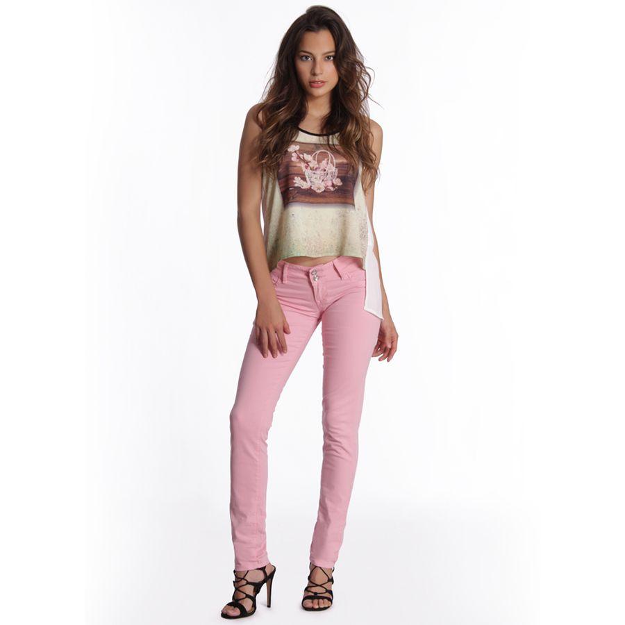 55572_pantalon_katy_denim_rosa_perfil_look